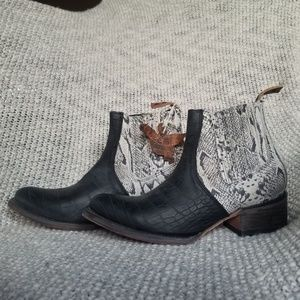 NWT Authentic Freebird Snakeskin boots 45% off